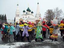 Semana de Puncace en Yaroslavl Danza redonda fotografía de archivo