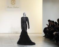 Semana FW 2017 de la moda de Nueva York - colección de Anniesa Hasibuan Imágenes de archivo libres de regalías