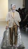 Semana FW 2017 de la moda de Nueva York - colección de Anniesa Hasibuan Fotos de archivo libres de regalías