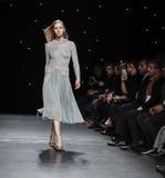 Semana FW 2017 de la moda de Nueva York - colección de Oday Shakar Imagen de archivo
