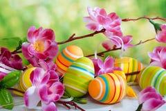 Semana Santa Aún-vida con los huevos coloreados Fotografía de archivo
