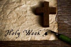 A Semana Santa cristã de madeira da cruz e do texto fotografia de stock royalty free