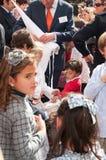 Semana Santa em Sevilha - crianças que pedem doces Foto de Stock