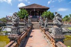 Semarapura,巴厘岛/印度尼西亚-大约2015年10月:Kertha Gosa亭子在Klungkung宫殿, Semarapura 库存图片