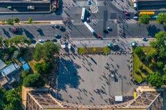 Semblant le bas droit Tour Eiffel Photographie stock libre de droits