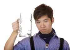 Sembler asiatique triste, avec le stein vide de bière d'Oktoberfest image libre de droits