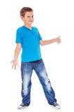 Il ragazzo sembra imbarazzato Immagini Stock Libere da Diritti