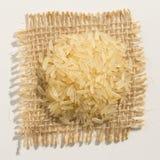 Seme cinese scottato del riso Chiuda su dei grani sopra tela da imballaggio Immagini Stock Libere da Diritti