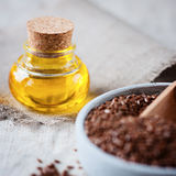 Seme di lino ed olio di lino Immagini Stock
