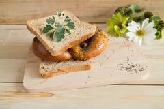 Seme di papavero casalingo della ciambellina salata molle sulla cima Fotografia Stock