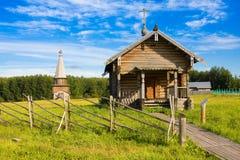 SEMENKOVO,俄罗斯- 2016年8月14日:先知伊莱贾教堂在木建筑学博物馆, Semenkovo,沃洛格达州地区 俄国 库存照片