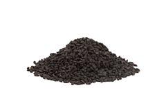 Semente de cominhos preta na colher de madeira isolada no fundo branco Nigella sativa imagem de stock
