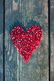 Sementes da romã na forma do coração Fotografia de Stock Royalty Free