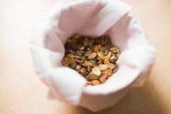 Sementes de abóbora saudáveis do coração Fotos de Stock Royalty Free