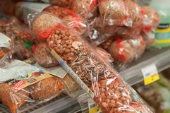 sementes do pássaro no supermercado de Cora Fotos de Stock Royalty Free