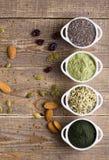 Sementes e pó crus de Superfood Imagens de Stock Royalty Free
