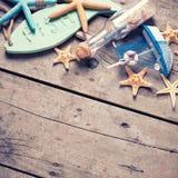 semester för paraply för sky för bakgrundsstrand blå färgrik Royaltyfria Bilder