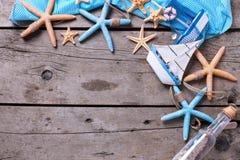 semester för paraply för sky för bakgrundsstrand blå färgrik Arkivfoto