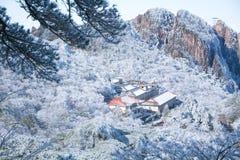 Semesterort av berget Huang efter insnöad vinter royaltyfria foton