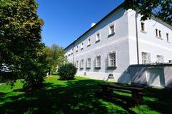 semesterort för croatia franciscan makarskakloster royaltyfri foto