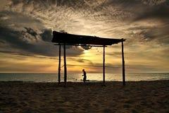 semesterort för morgon för strandbodrumhängmatta Arkivbilder