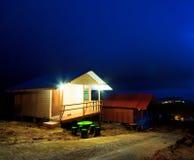 Semesterorten på natten Arkivbild