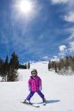 semesterorten skidar skierbarn Arkivfoton