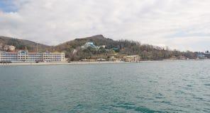 Semesterorter och feriehem på Blacket Sea i närheten av Sochi arkivbilder