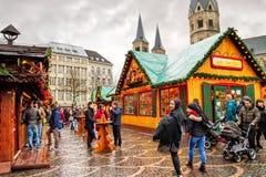 Semestra cityscape - sikten av kafét på julen marknadsför Weihnachtsmarkt i staden av Bonn arkivbild