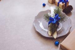 Semestra den julmatbakgrund, bestick, plattan och jul Fotografering för Bildbyråer