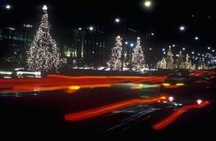 Semestra garneringar på natten, New York City, NY Arkivfoton