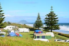 """Semestra parkerar †""""en absolut beachfront härlig seascape och ett ljust blått hav royaltyfri bild"""