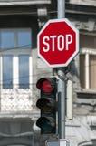 Semáforo rojo Imagenes de archivo
