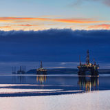 Semi буровая вышка погружающийся во время восхода солнца на лимане Cromarty Стоковое Фото