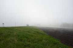 Semi тележка в тумане Стоковые Фото