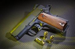 Semi automatisch pistool met munitie Royalty-vrije Stock Foto