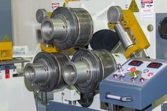 Semi Automatische pijp of buis buigende machine voor industrieel stock afbeeldingen