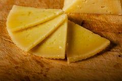Semi círculo de las rebanadas del queso duro Fotografía de archivo libre de regalías