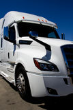 Semi camión moderno a estrenar fotografía de archivo