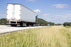 Semi caminhão na estrada Imagens de Stock Royalty Free