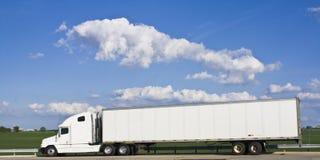 Semi-camion blanc photographie stock libre de droits