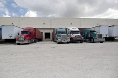 Semi camions et trailors Photographie stock libre de droits