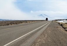 Semi carro en una carretera fotografía de archivo