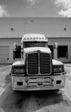 Semi casilla del carro blanco y negro Foto de archivo