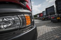 Semi ciężarówka handlowa udział zdjęcia royalty free
