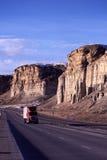 Semi ciężarówka na halnej autostradzie Obrazy Royalty Free