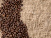 Semi del caffè sul sacchetto Fotografia Stock Libera da Diritti