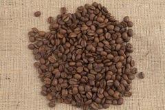 Semi del caffè sul sacchetto Fotografie Stock