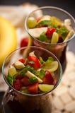 Semi di Chia e mousse della fragola in vetri di vino Fotografia Stock Libera da Diritti