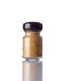 Semi di senape del barattolo su fondo bianco Fotografia Stock